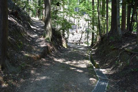 清麻呂の墓への参道
