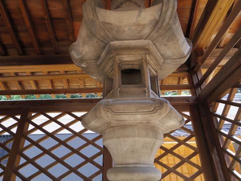 文庫東側の灯篭
