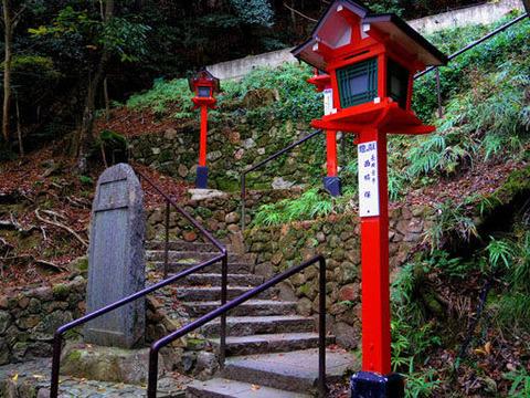 八所明神-鐘楼への石段