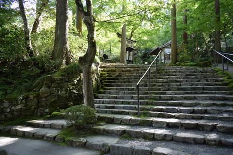 弁天像-鳥居への石段