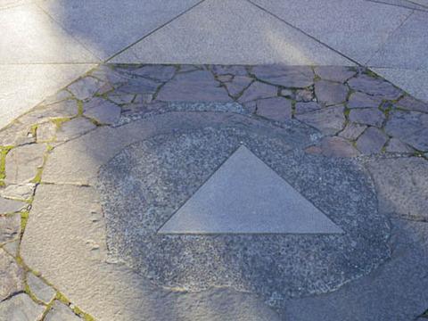 金剛床-三角