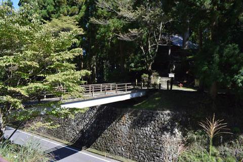 山王院堂への橋