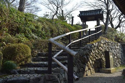 桂昌院廟への参道-2
