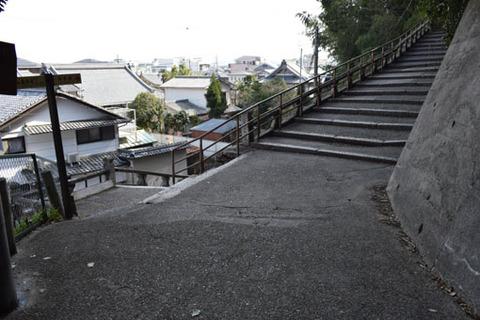 相槌神社への下り坂