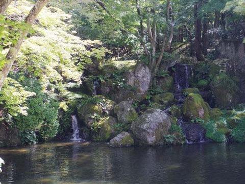 放生池-滝