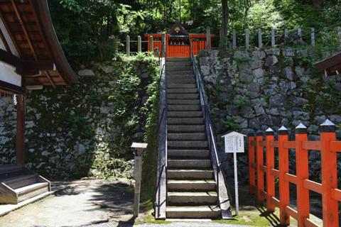 神楽岡社前の石段