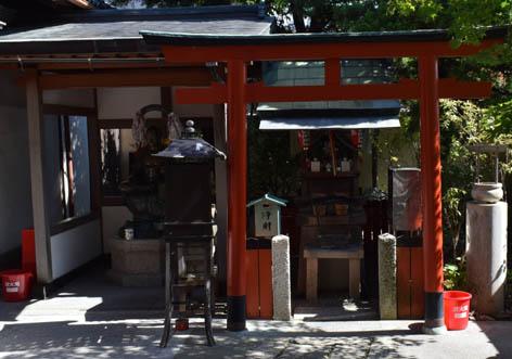 玉姫社・おさすり地蔵