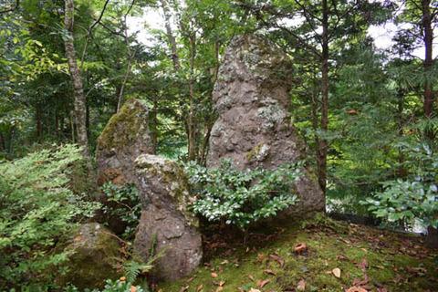 宝楽園-三尊石