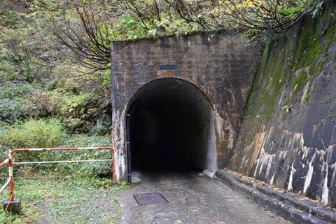 名剣橋先のトンネル