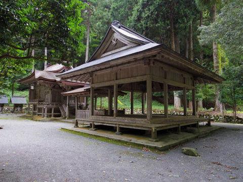 地主神社-拝殿