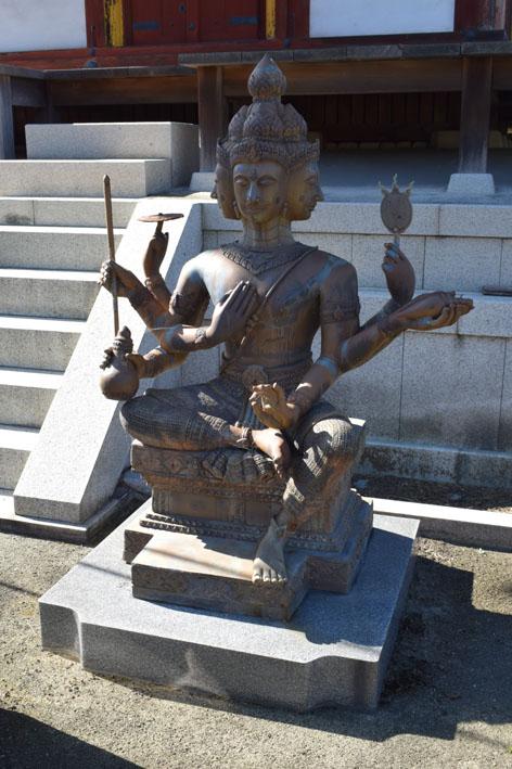 三重塔-付近の仏像-0
