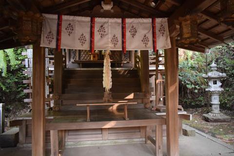 八神社-本殿