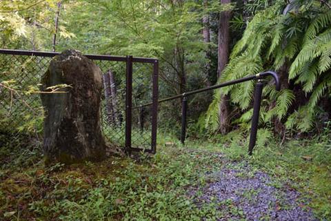 白馬池への碑