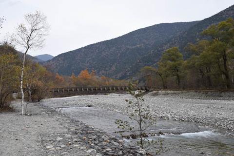 右岸からの明神橋