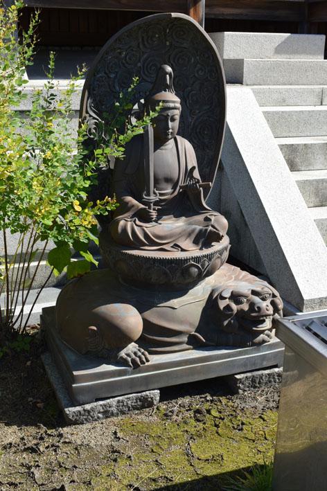 三重塔-付近の仏像-2