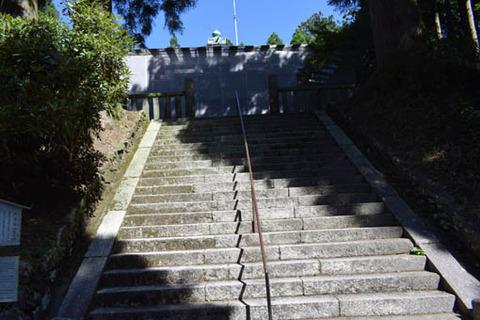 戒壇院への石段