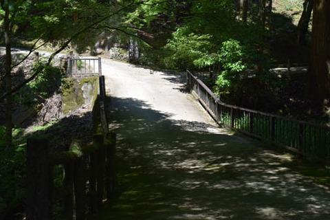 かわらかけ投げ場への橋
