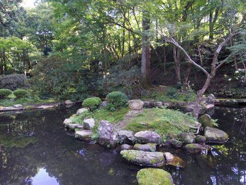 弁天池-島