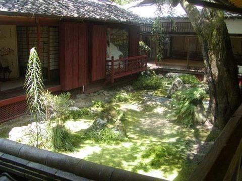三方普感の庭