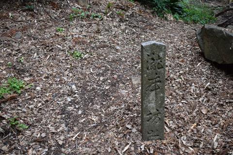瀧本坊跡-石碑