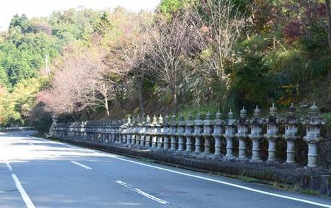 車道-石灯籠