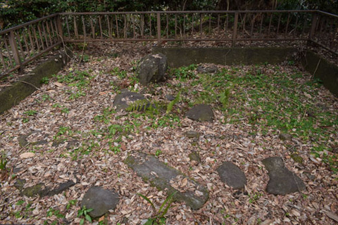 泉坊跡-庭の遺構-2