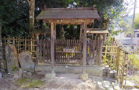 十二妃の墓-門