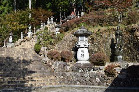 満願堂への石段