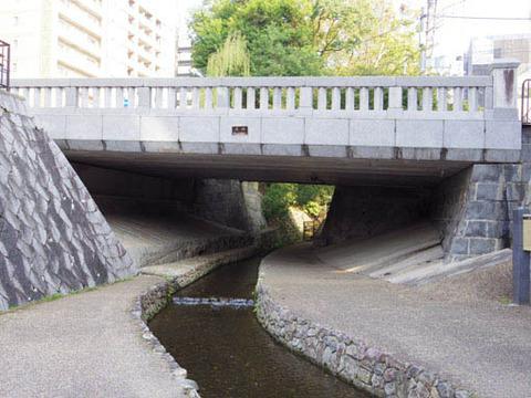 一条戻橋の下-2