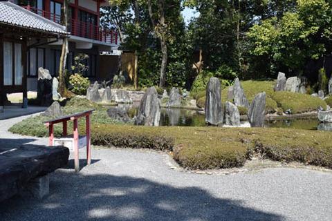 蓬莱の庭-左側