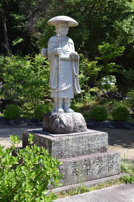 仏塔-修行大師像