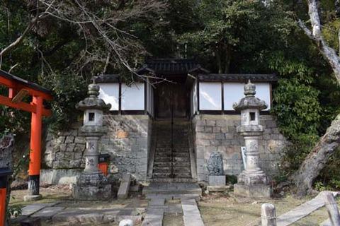 薬師堂への石段
