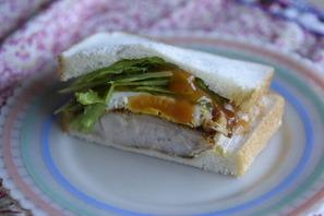 チキンのミートソースサンドイッチ�