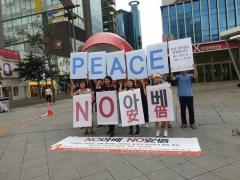 日本人留学生「NO安倍」平和運動に発展する、韓日経済戦争
