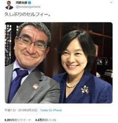 河野外相、また自撮り外交=中国報道局長と笑顔の再会