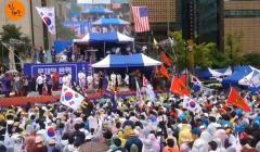 8.15の光復節にソウル駅で文在寅大統領退陣要求デモが行われる