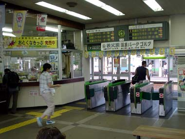 JR白石駅改札