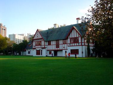知事公館庭側1