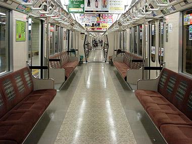 地下鉄8000形車内