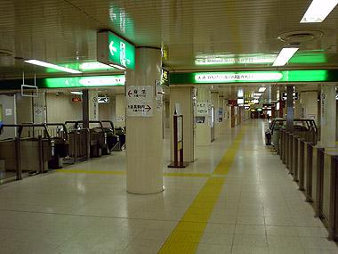 北34条駅コンコース