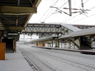 JR白石駅ホーム1