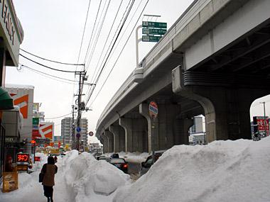 新道東駅1