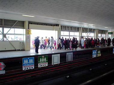 自衛隊前駅臨時出口1
