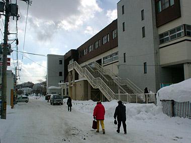 自衛隊前駅臨時出口2