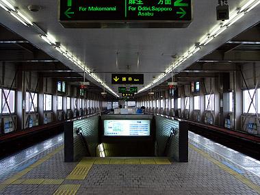 南平岸駅ホーム1