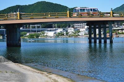 ①唐橋東詰め(カヌー、新幹線、バス)