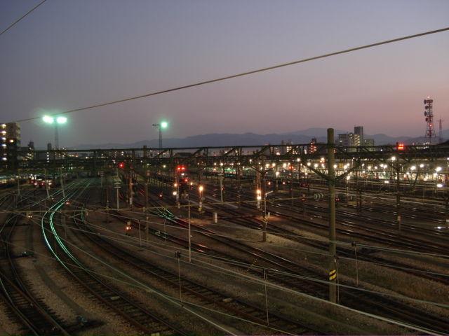 夕闇せまる南福岡電車区 : 炭鉱電車が走った頃