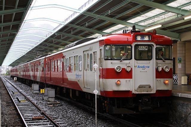 写メ鉄:伊豆急8000系と200系