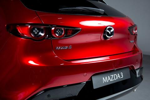 mazda-3-2019-rojo-detalles-01