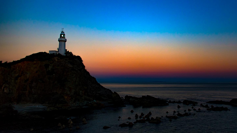 Lighthouse_with_Sunset_Sky